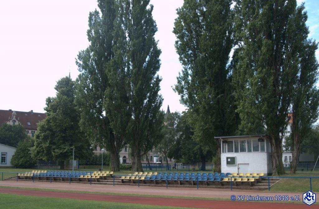 Sportplatz-1-Tribüne-1024x675