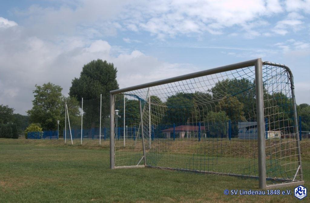 Sportplatz-6-Spielfeld-2-mit-Tor-1024x675