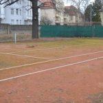 Tennisplatz vor Sanierung